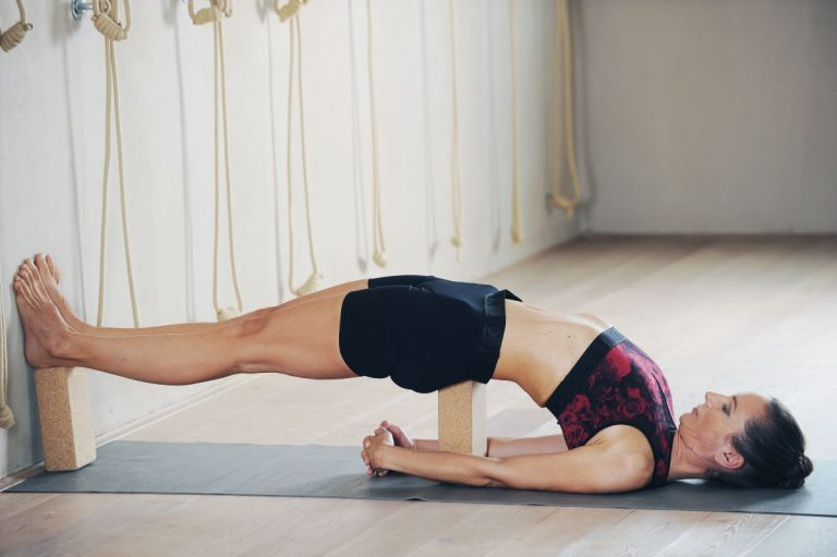iyengar joga, položaj ležeče sveče, Urška B. Križaj